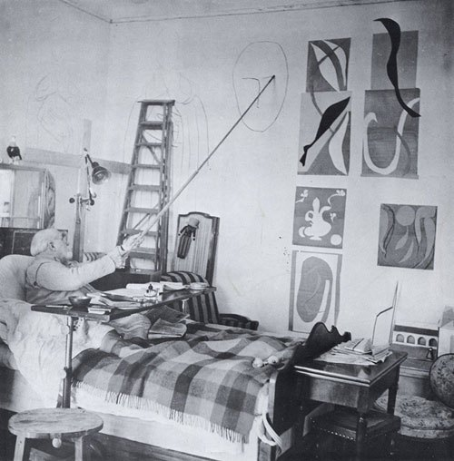 henri-matisse-in-bed-drawing-on-the-wall.jpeg